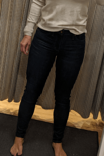 lady trying on skinny jeans in Madewell dressing room